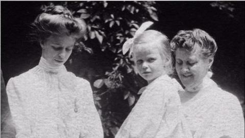 Eleanor Roosevelt vs. Sara Delano Roosevelt
