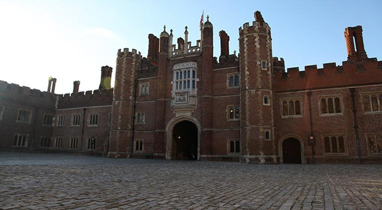 Secrets of the Manor House: Secrets of Henry VIII's Palace