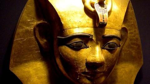 S10 E1: The Silver Pharaoh