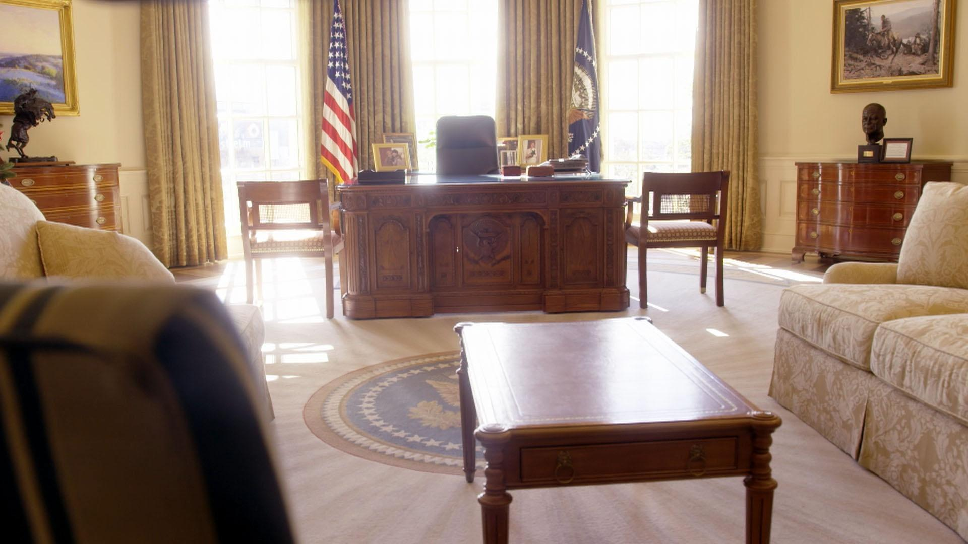 The White House: Inside Story: The Oval Office