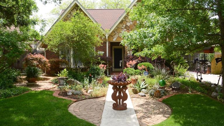 Central Texas Gardener: Adventures with Sharon Lovejoy & San Antonio Artists