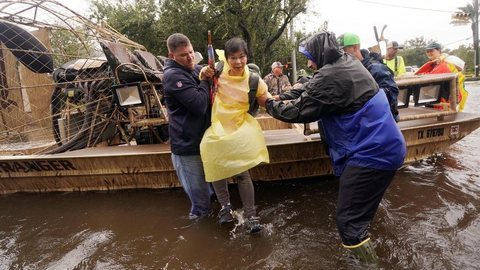 Record-breaking Harvey overwhelms Houston area image