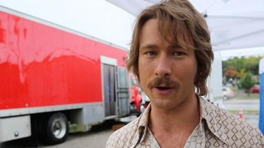 Glenn Powell talks about Linklater's creativity and humility