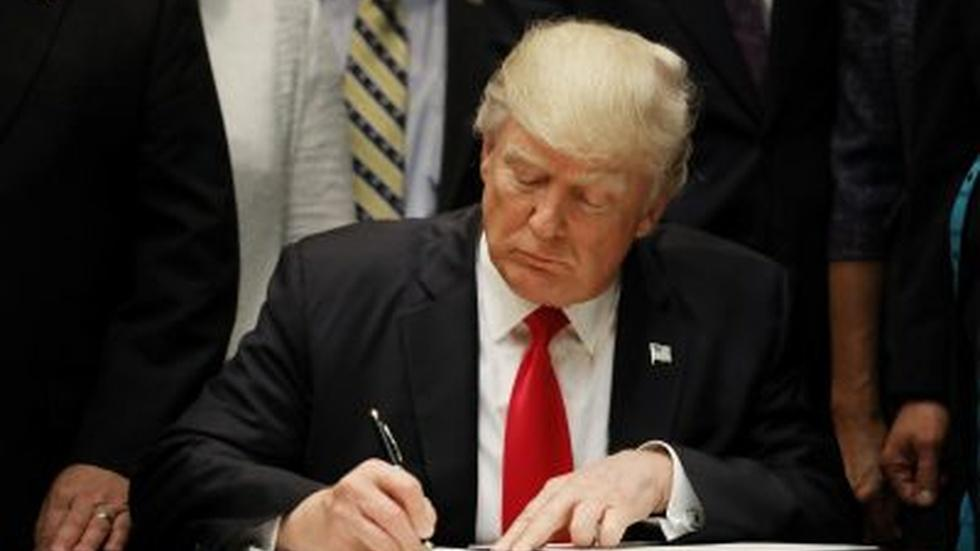 News Wrap: Trump signs executive orders on cybersecurity, vo image