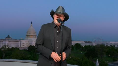 "Trace Adkins Performs ""Still a Soldier"""