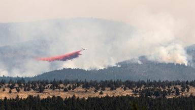 News Wrap: Fire crews pull away from Oregon Bootleg Fire