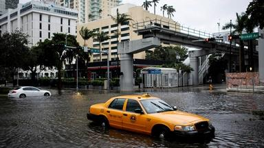 News Wrap: US Gulf Coast braces for year's first storm