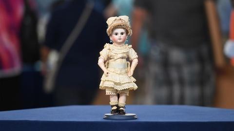 """Antiques Roadshow -- S21 Ep12: Appraisal: 1884 Schmitt & Fils """"000"""" Bebé Doll"""