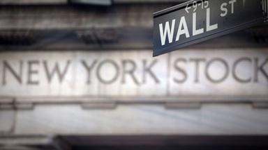 News Wrap: Stocks slump as COVID-19 restrictions return